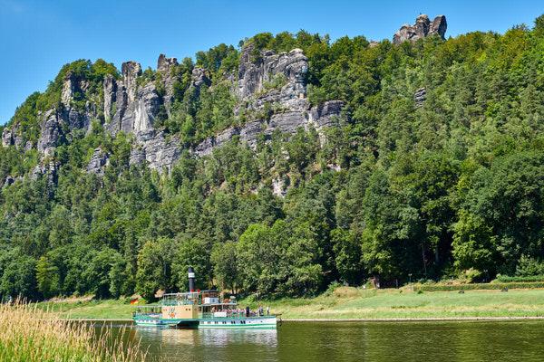 Raddampfer PIRNA auf der Elbe vor der Bastei