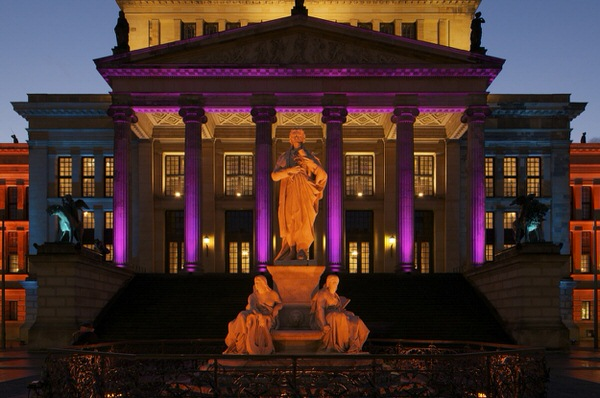 Schiller-Denkmal vor Konzerthaus