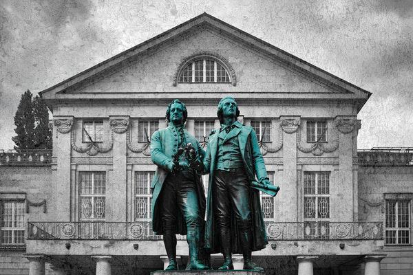 Das Goethe-Schiller-Denkmal auf dem Theaterplatz in Erfurt