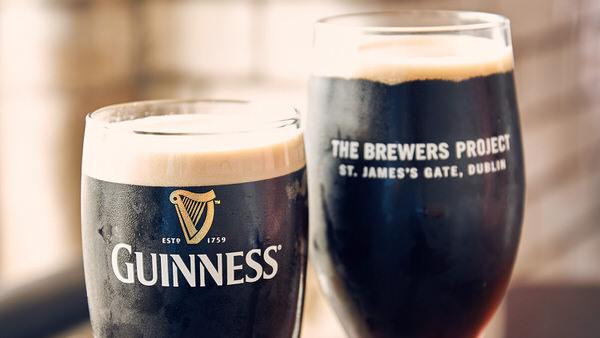 Hm, lecker: Guinness! Sláinte!