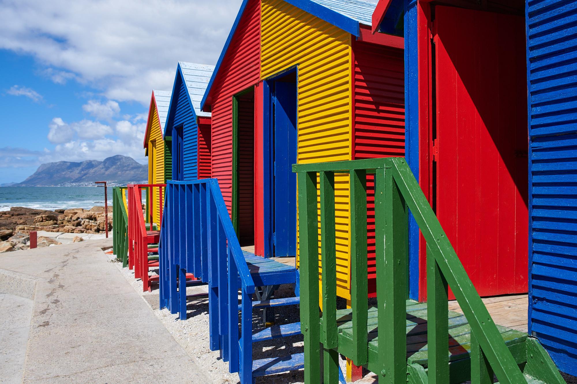 Bunte Strandhäuser am Strand von Muizenberg