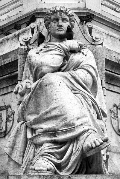 "Statue am Denkmal ""Pedro IV"""