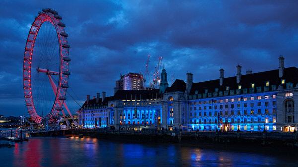 London Eye und County Hall zur blauen Stunde