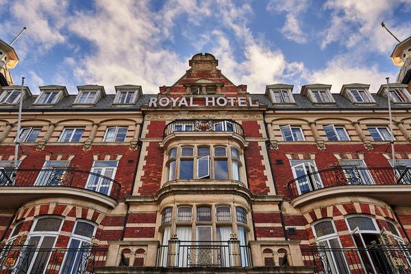 Die Fassade des Royal Hotel in Weymouth