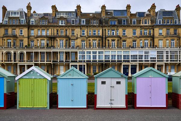 Strandhäuser an der Uferpromenade in Brighton