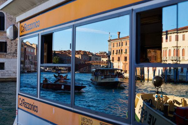 Unterwegs mit dem Wasserbus (Vaporetto)